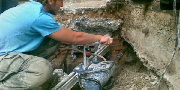 Sverlenie-otverstij-v-betone-s-udlinitelyami