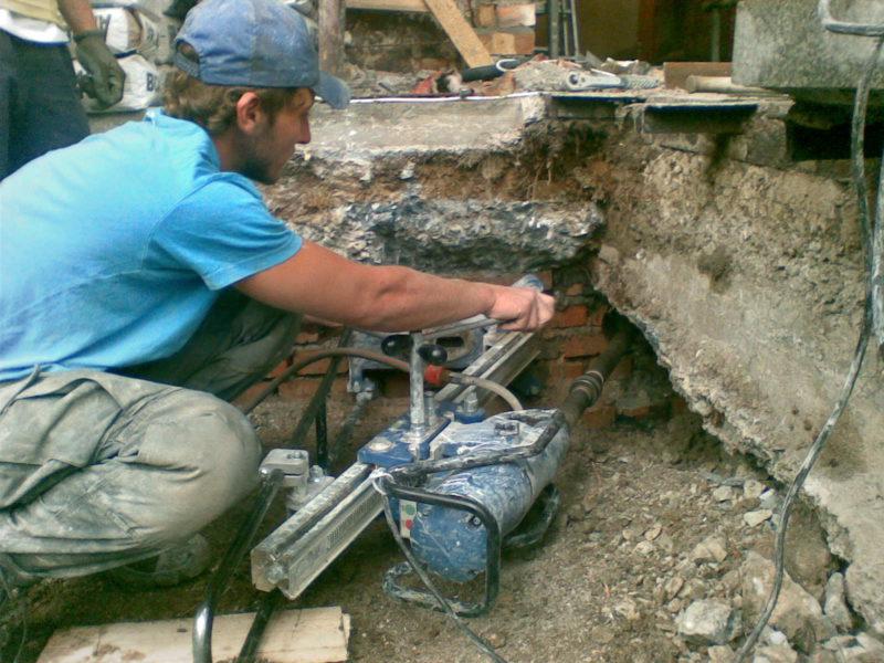 almaznoe-sverlenie-otverstiy-v-betone