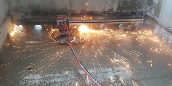 Concrete cutting diamond saw blade